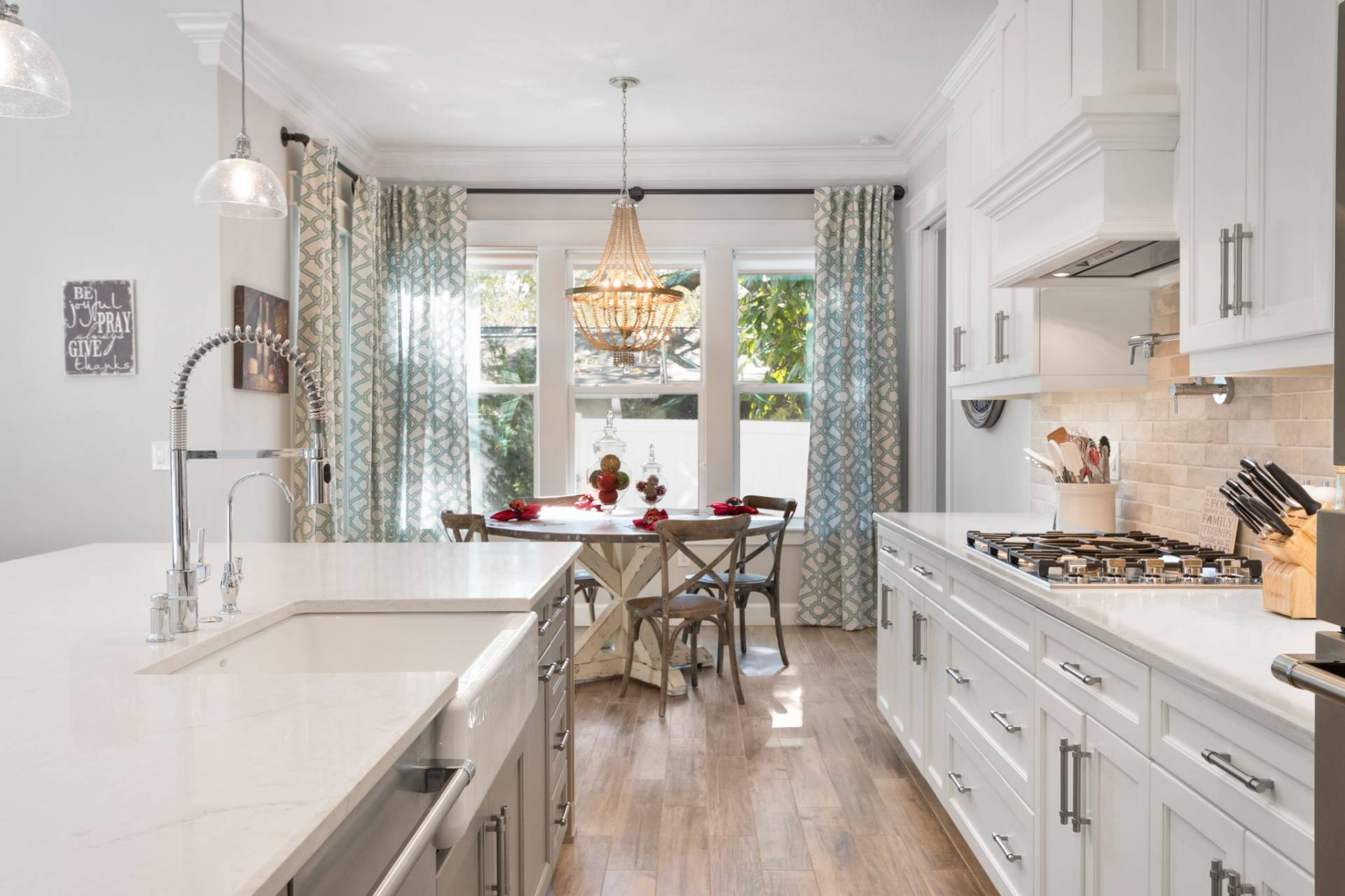kitchen designed and built by New Legacy Homes, the best South Tampa homebuilder